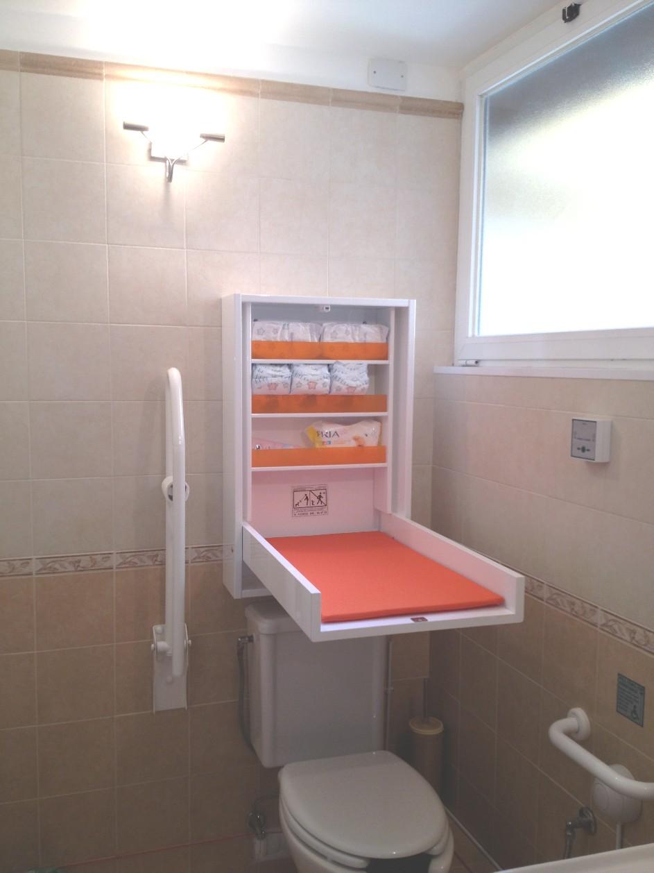 Il bagno per disabili fasciatoio studio dentista - Fasciatoio bagno ...